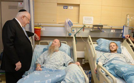 """נשיא המדינה ניחם היום בבית החולים הדסה עין כרם את משפחתה של רִנָּה שנרב ז""""ל. צילום: מארק ניימן/ לע""""מ"""