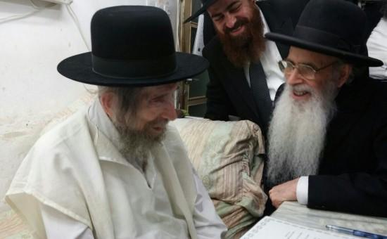 """הגאון רבי יהודה עדס במעונו של מרן הגראי""""ל שטיינמן"""
