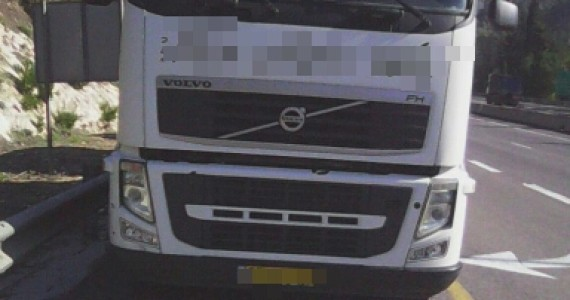 הרגלים בצבצו מהמשאית ופורצי הרכבים הצעירים נתפסו