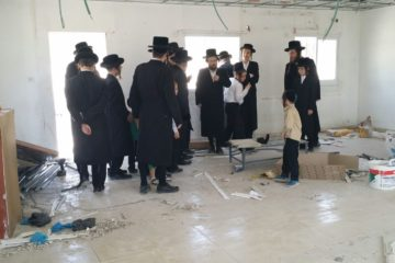 """גלריה: האדמו""""ר מנדבורנה ירושלים ביקר בבית מדרשו החדש בבית שמש"""