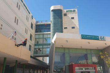 השוטרים 'גלשו' בבית החולים