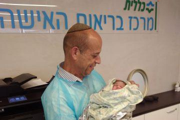 לא בבית חולים: תינוקת נולדה במזל טוב