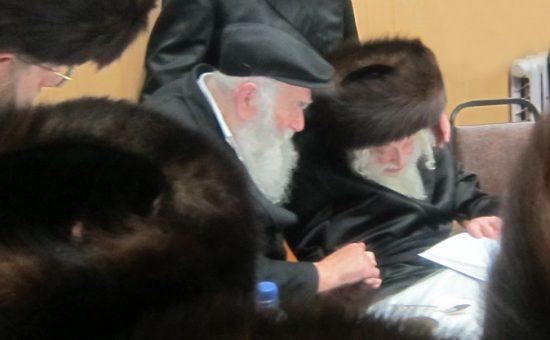 """האדמו""""ר מסקולען עם הרב זלמן אבעלסקי"""