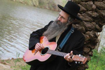 אהרן חיים שפיצר:כל העולם במה