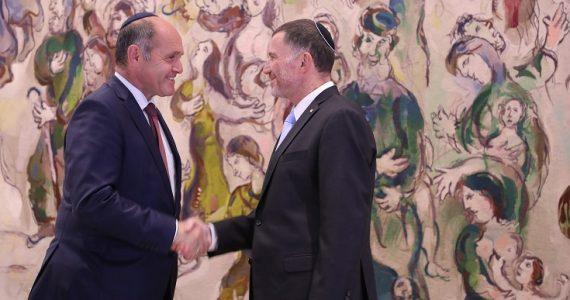 """יו""""ר הפרלמנט האוסטרי חבש כיפה וביקר בכנסת"""