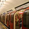 בלונדון מחפשים את המציל שמשך אדם מפסי הרכבת