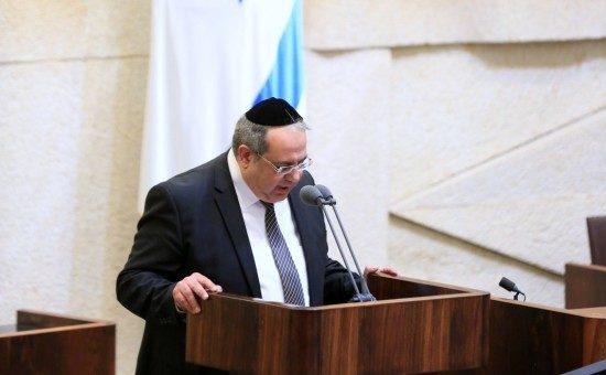 יגאל גואטה על דוכן הכנסת, צילום: סטודיו דוד זר