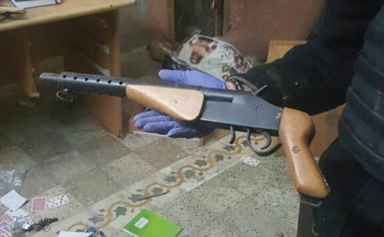 """הפשיטה על הבית בחברון (צילום: דוברות משטרת ש""""י)"""