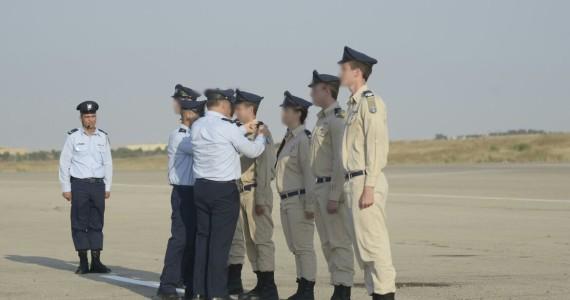 הענקת דרגות קצונה לבוגרי קורס טיס מחזור 810