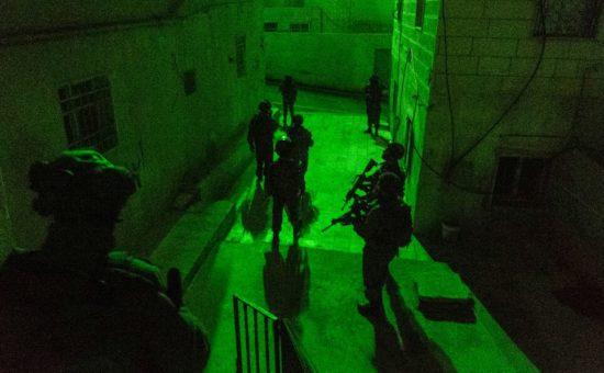 """חיילי צה""""ל במעצרים ליליים (צילום: דובר צה""""ל)"""