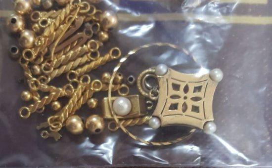 חלק מהתכשיטים שנגנבו, צילום: דוברת המשטרה
