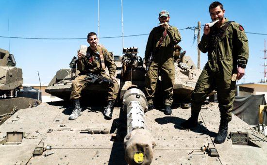 חיילים עם מצות