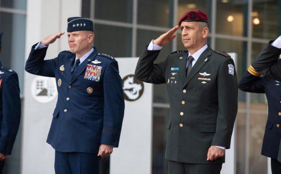 """הרמטכל עם מפקד פיקוד אירופה בארה""""ב"""
