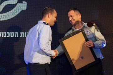 """הוענקו פרסים למצטייני המערך הטכנולוגי בצה""""ל"""