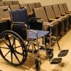בכסא גלגלים קשורה לגדר: המטפלת עוכבה לחקירה
