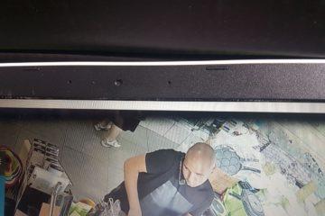 וידאו מטריד: חשוד כערבי גונב סכין גדולה מחנות בבני ברק – ונמלט