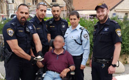 שוטרים החזירו סלולארי גנוב לנכה