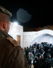 כניסה לקבר יוסף בעיר שכם באישון לילה
