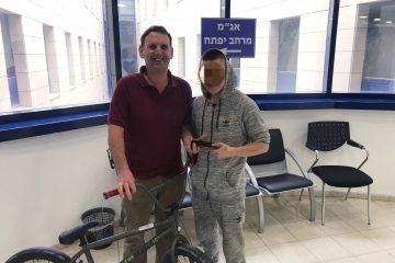 תל אביב: שבעה צעירים שדדו נעכר