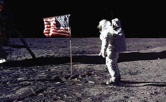 ניל ארמסטונג על הירח