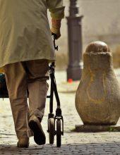 חברת הביטוח: ניצולת השואה לא סיעודית