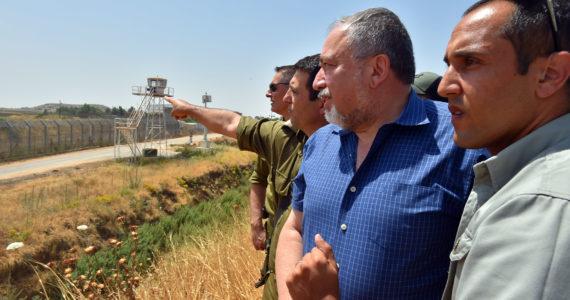 שר הביטחון ליברמן סייר בגבול הצפון