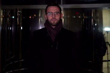 גם במעלית הזמן: אחכה לו