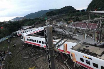 תיעוד מטיוואן: רכבת התהפכה, עשרות הרוגים ומאות פצועים