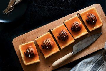 עוגת אורו וגבינה עם משמשים
