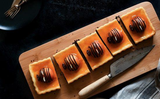 teka_ עוגת אוריאו גבינה ומשמשים_ קרדיט צילום טקה סטודיו (3)