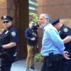 צפו: דב הייקינד נעצר כשהפגין נגד הסכם הגרעין