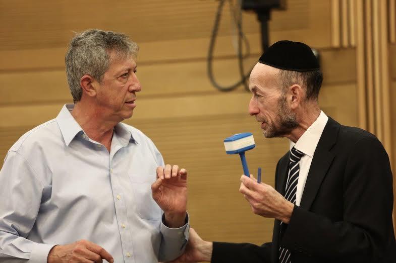 קרב בקואליציה: ישראל ביתנו הגישו הצעת חוק 'נורבגי', שמתחרה ב'חוק מקלב'