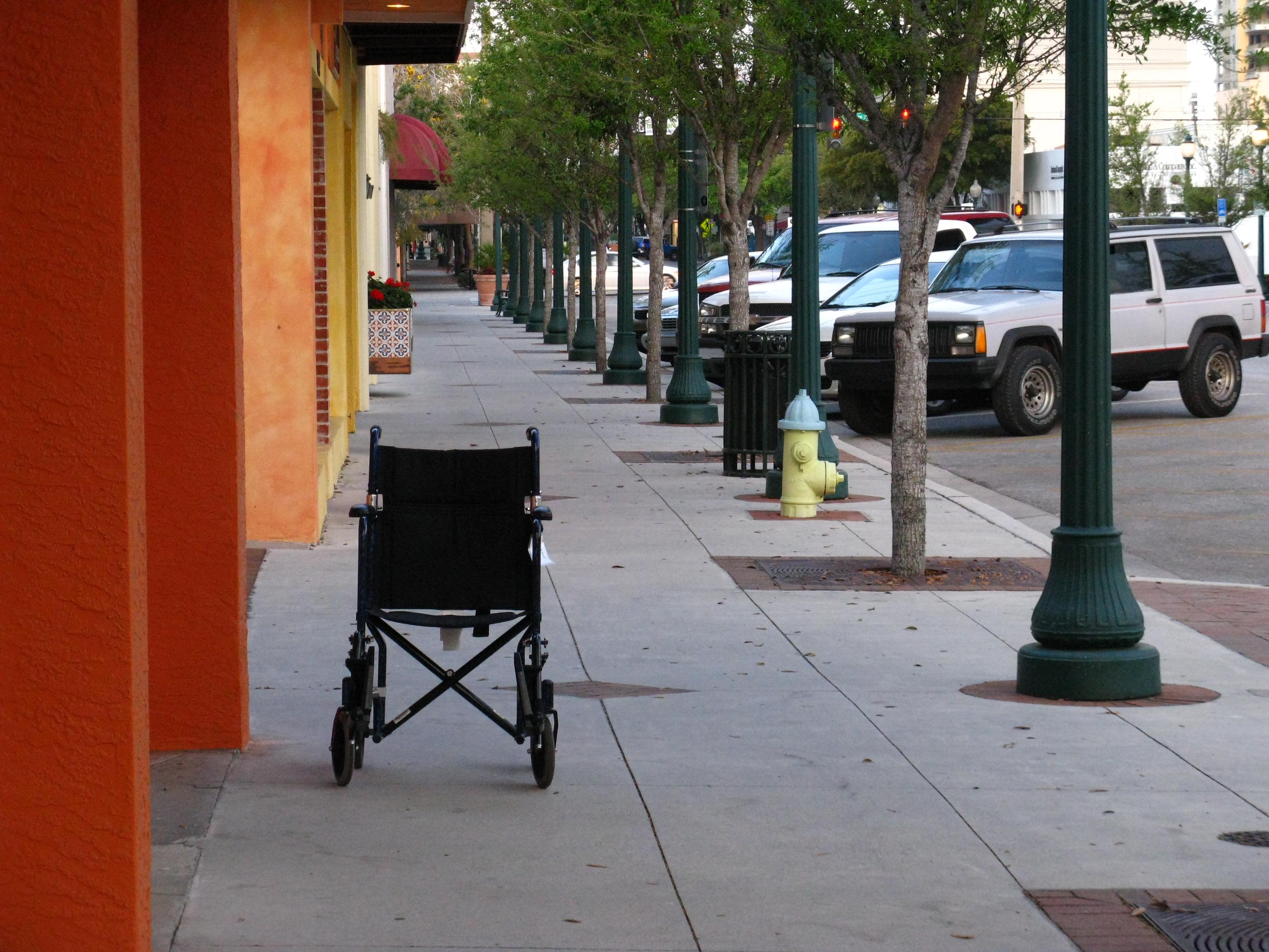 """להתמודד עם אח לילד חולה: """"רוצה ליומולדת כיסא גלגלים"""""""