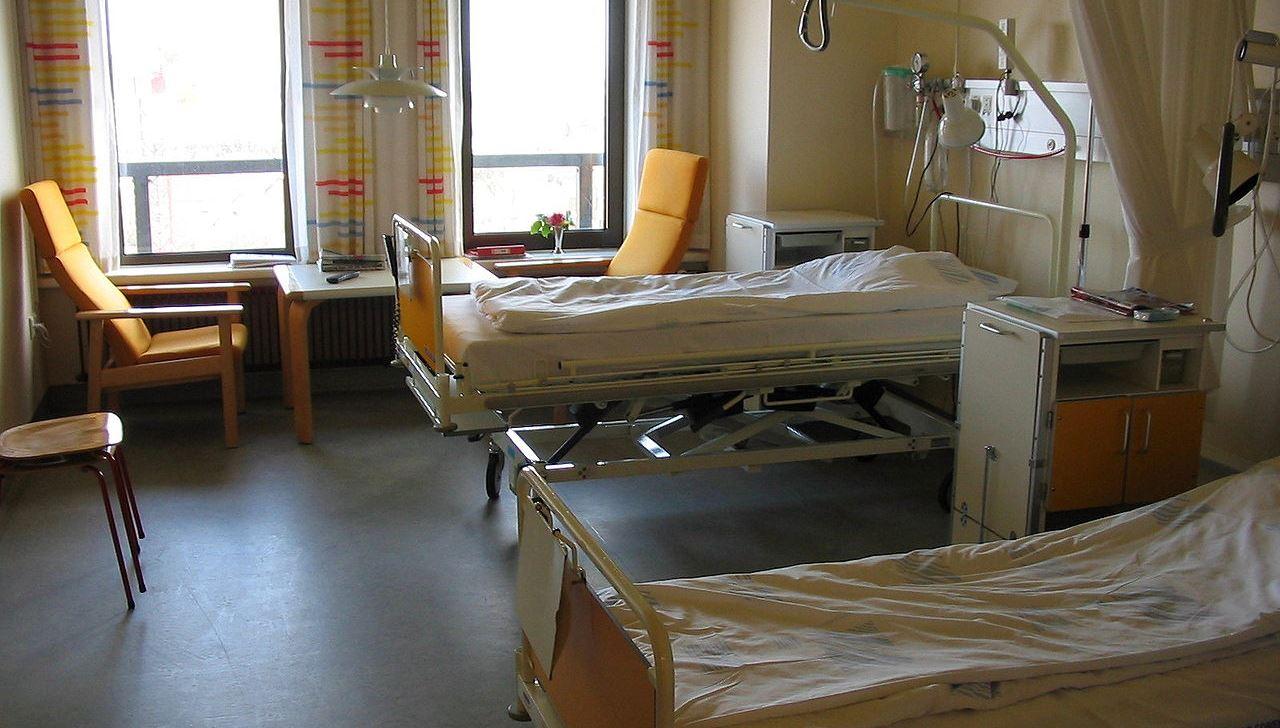 עובדי בית חולים וקופת חולים, חשודים בסחר במידע רפואי