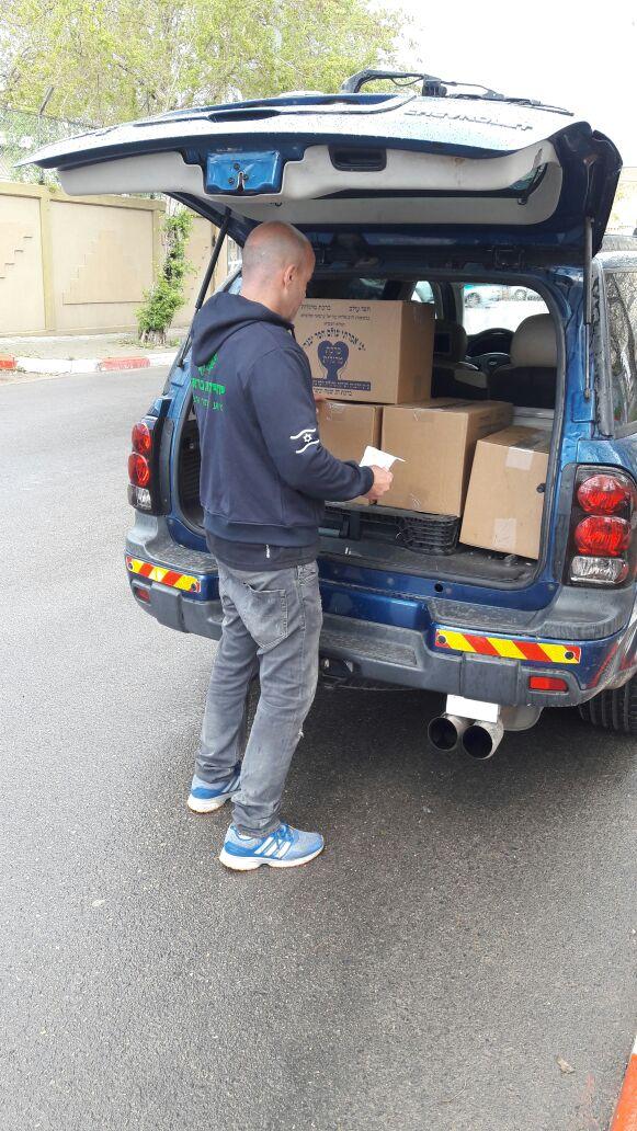צפו: 'מאתרי הנעדרים' חילקו קמחא דפסחא לנזקקים