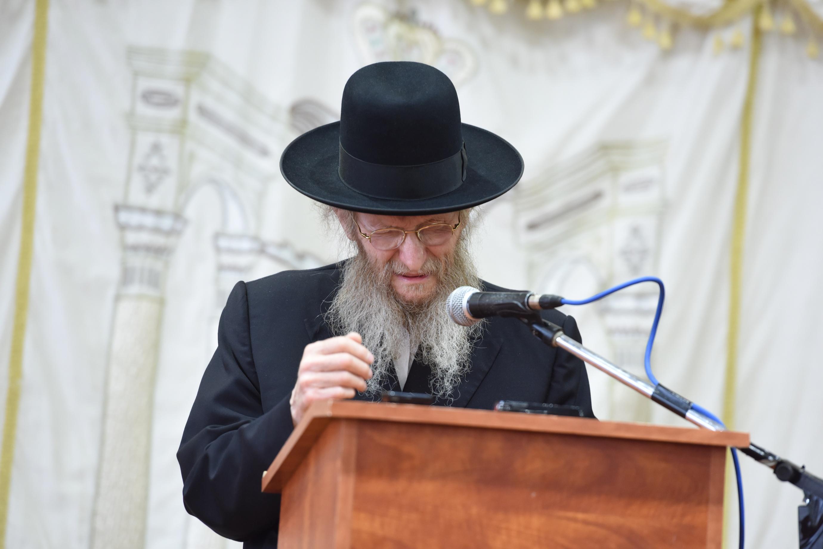 ערב ראש חודש בצאנז: המשגיח הליטאי עורר את הקהל החסידי