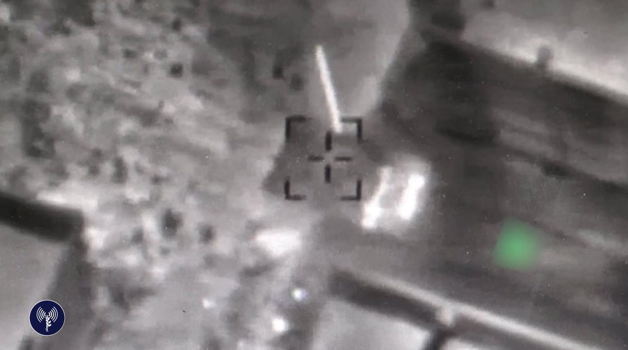 """פצמ""""רים שוגרו לגולן, ישראל תקפה בסוריה"""