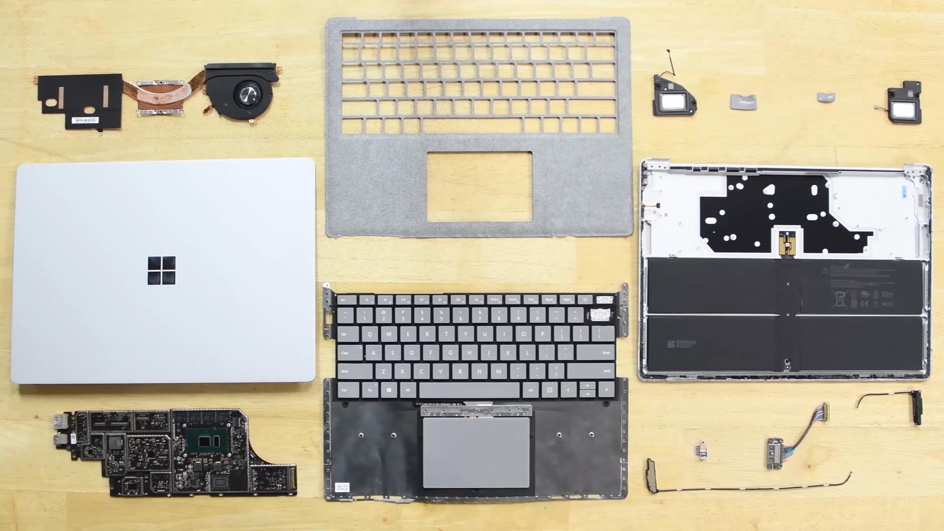"""""""זוועה מלאת דבק"""": מחשב ה""""Surface"""" החדש של מיקרוסופט לא ניתן לתיקון"""