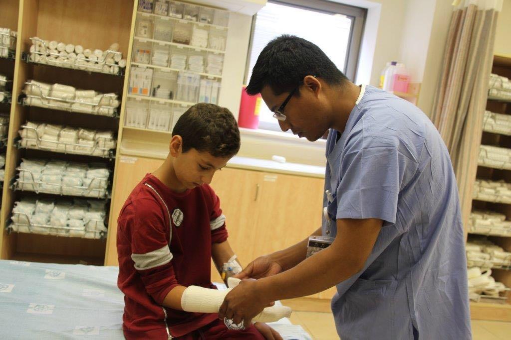 רופאי המיון גילו מהי הסיבה לכאב בידו של בן ה-12: קליע מירי אקדח
