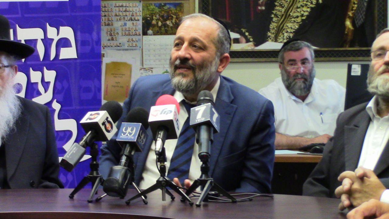 מקלט מדיני: דרעי אישר את כניסתה של עיתונאית איראנית לישראל