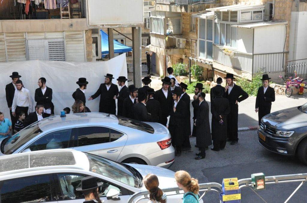הנטורי קרתא הפגינו מול ביתו של שר הבריאות ליצמן