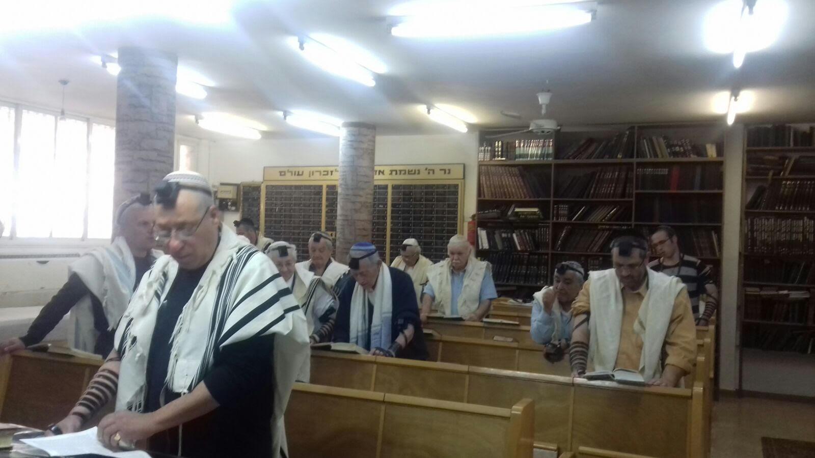 עיריית בת ים תובעת מניצולי השואה: פנו את בית הכנסת