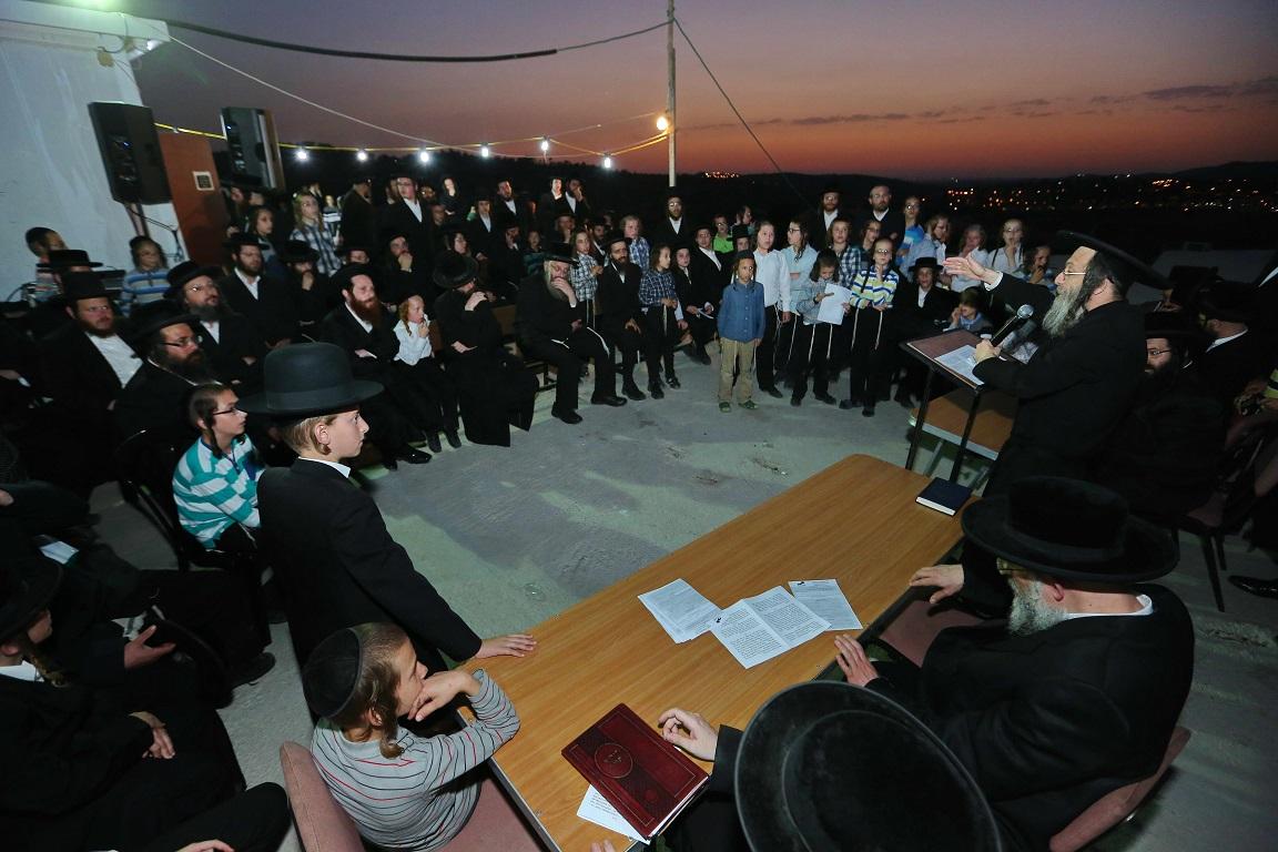 צפו: עצרת תפילה על שריפת בית הכנסת  ראדושיץ בבית שמש.