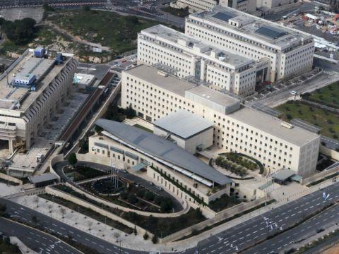 למרות החלטת הממשלה להעביר את משרד הממשלה, בפועל זה לא קורה