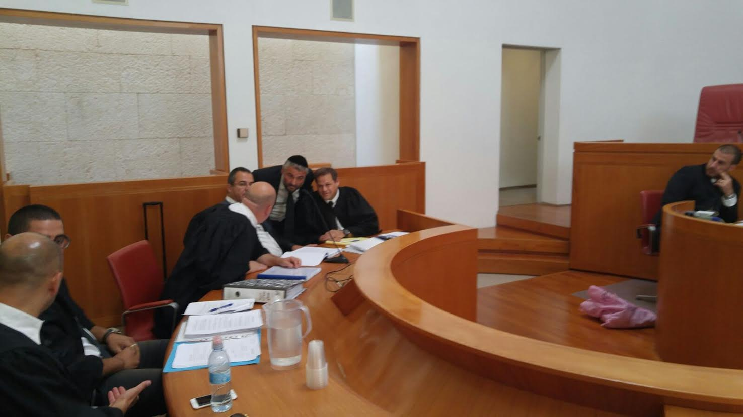 משפט השלטים: בית המשפט ביקש את התערבות המשטרה בכדי לגבות את עבודת העירייה