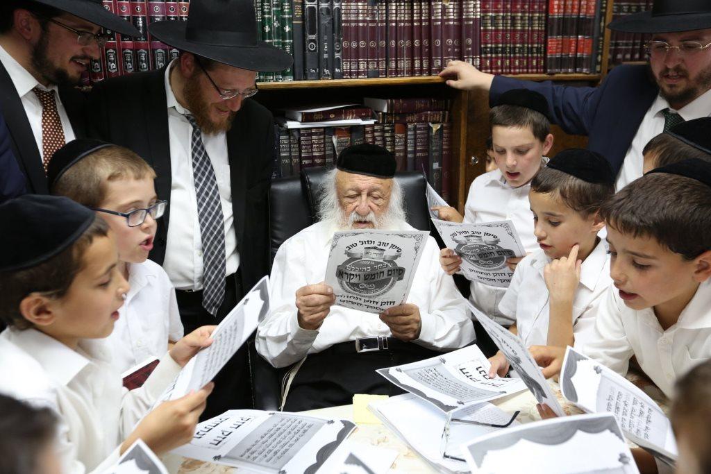 """ילדי ת""""ת חקרי לב התברכו אצל גדולי ישראל לרגל סיום חומש ויקרא"""