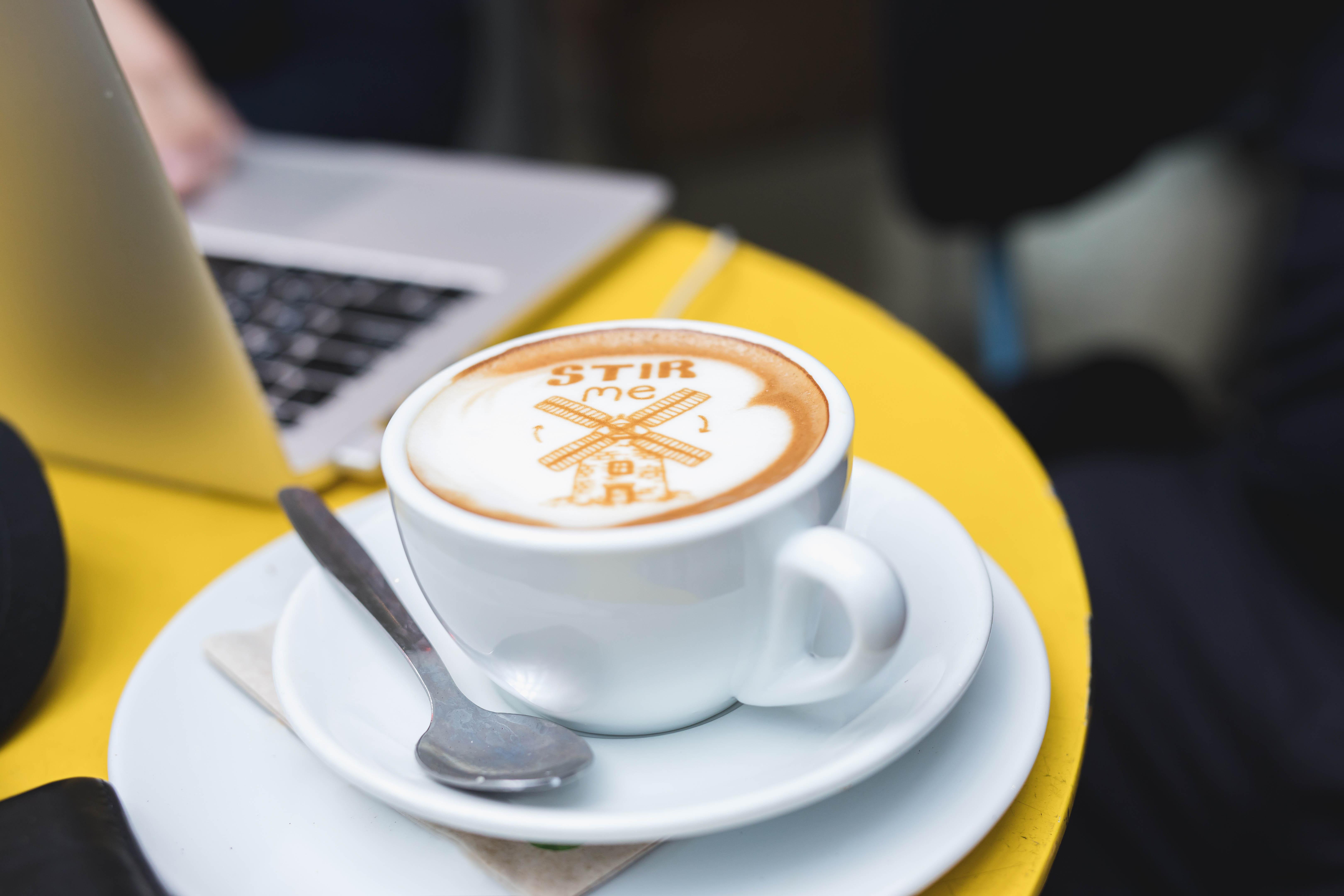מפתיעים בקפה גרג: אז מה תרצו לרשום על הקפה המוגש?