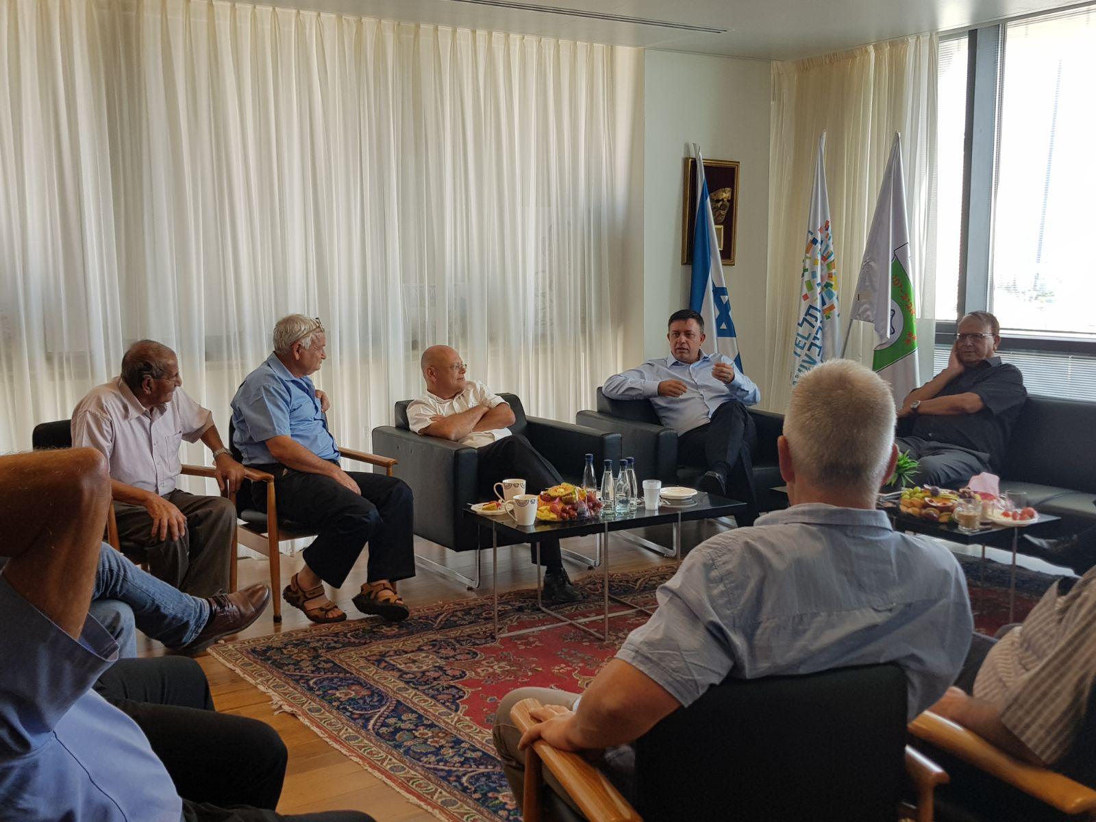 מאוחדים: ראשי ערים מ'העבודה' הודיעו על תמיכה וגיבוי לאבי גבאי