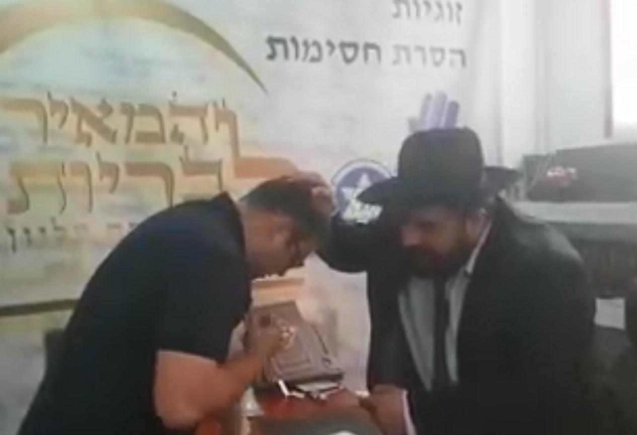 """צפו: הרב בירך את חבר הכנסת """"תנהל את המדינה בכבוד ובאושר"""""""