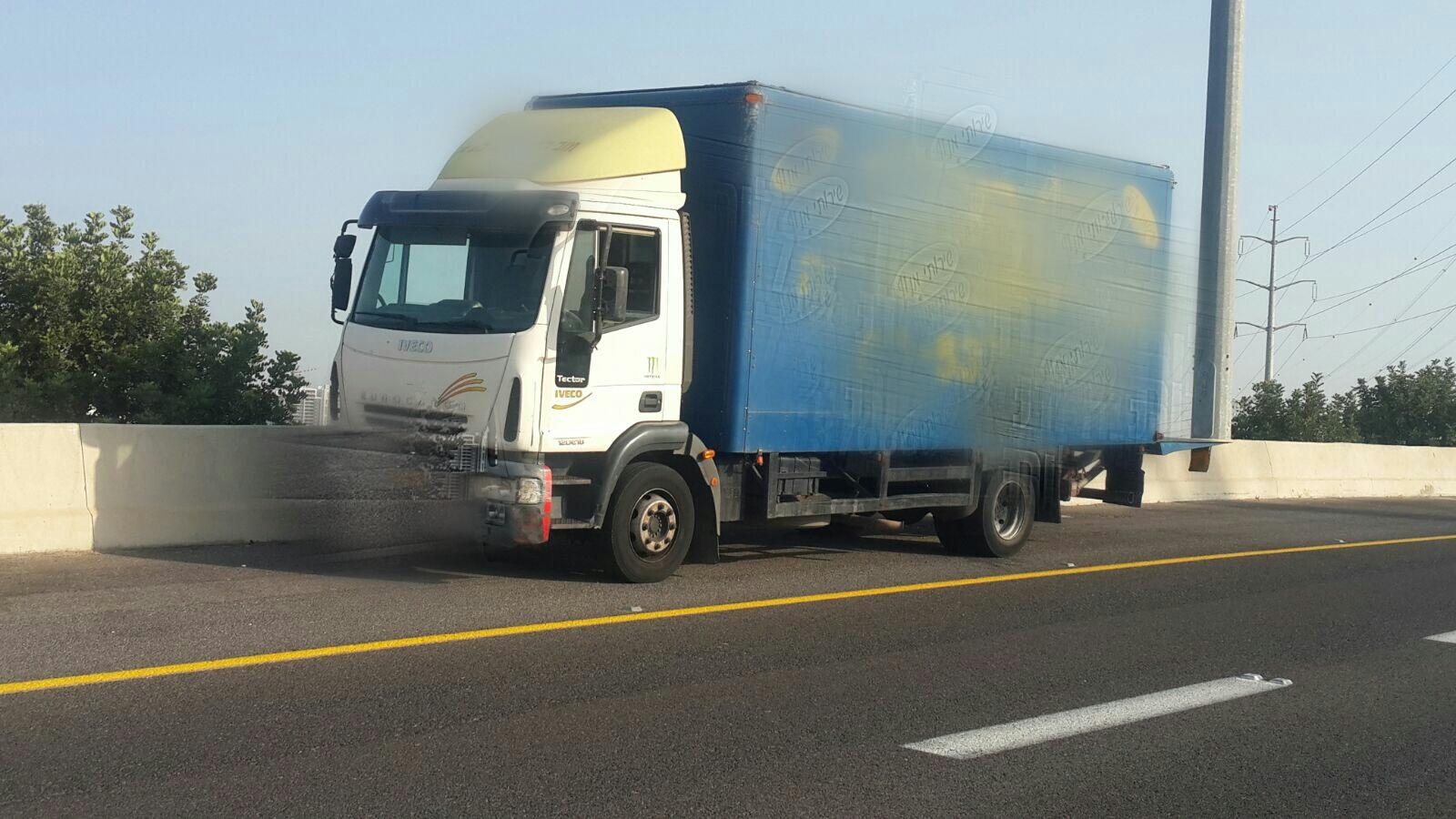 שני רשיונות: האחד מזוייף והשני לא בתוקף – המשאית להובלת נוסעים